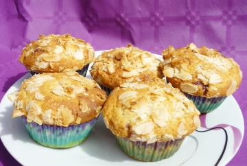 Muffins con yogurt, arándanos y almendras